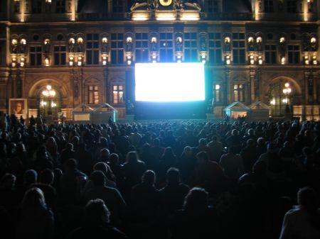 Rugby-Übertragung vor dem Hôtel de Ville