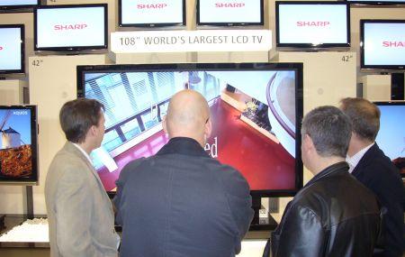 Das grösste LCD-Fernsehgerät
