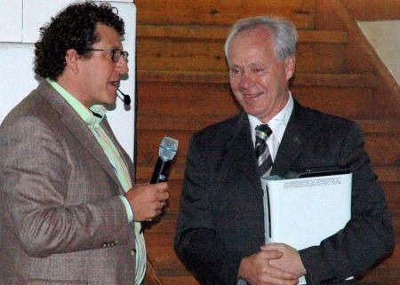 Daniel Hess (Microsoft) und Köbi Kuhn beim Mediengespräch. (Bild zvg Microsoft)